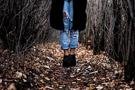 suicidio-mujer-bosque-pixabay