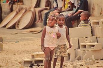 ayuda-humanitaria-ninos-pixabay