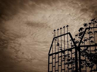 dialect fences verjas casa oscuridad prision pixabay