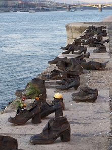 genocidio muerte zapatos pixabay
