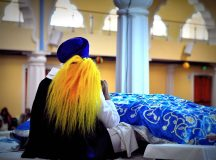 The ritual of chauri (fan) waving the Sikh scripture to show respect (Jasleen Kaur)